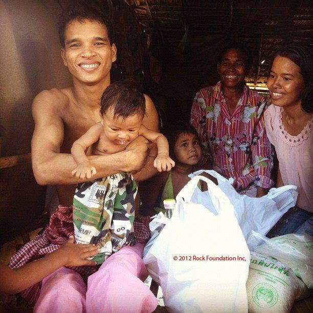 A Picture of Moen with his family, just before their baby passed away.